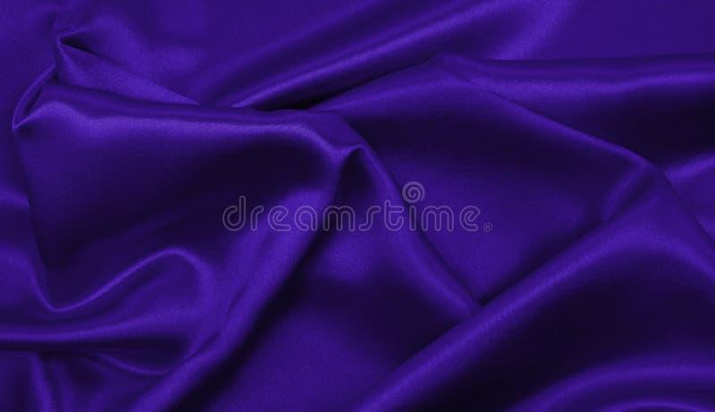 使典雅的淡紫色丝绸或缎豪华布料纹理光滑作为摘要 免版税图库摄影