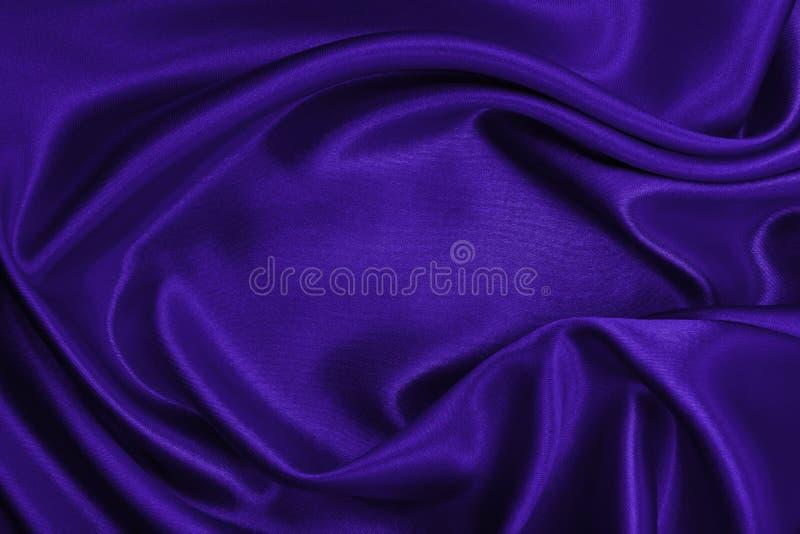 使典雅的淡紫色丝绸或缎豪华布料纹理光滑作为摘要 图库摄影
