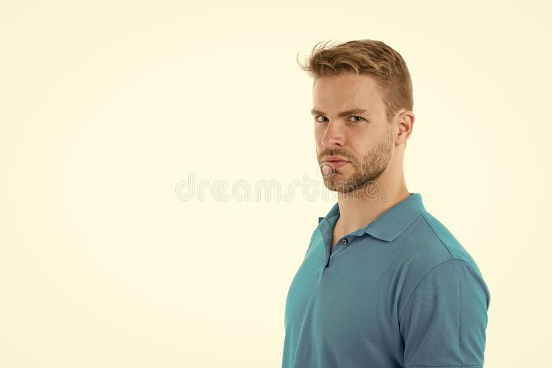 使发型更好的简单的文丐 使用称呼头发的正确的产品 确信与整洁的发型 理发师发型 免版税库存照片