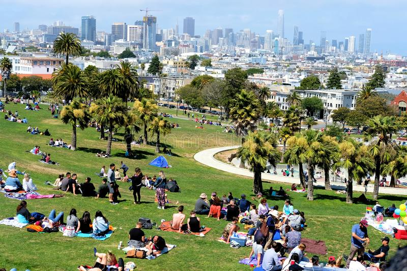 使命有旧金山地平线的德洛丽丝公园 图库摄影