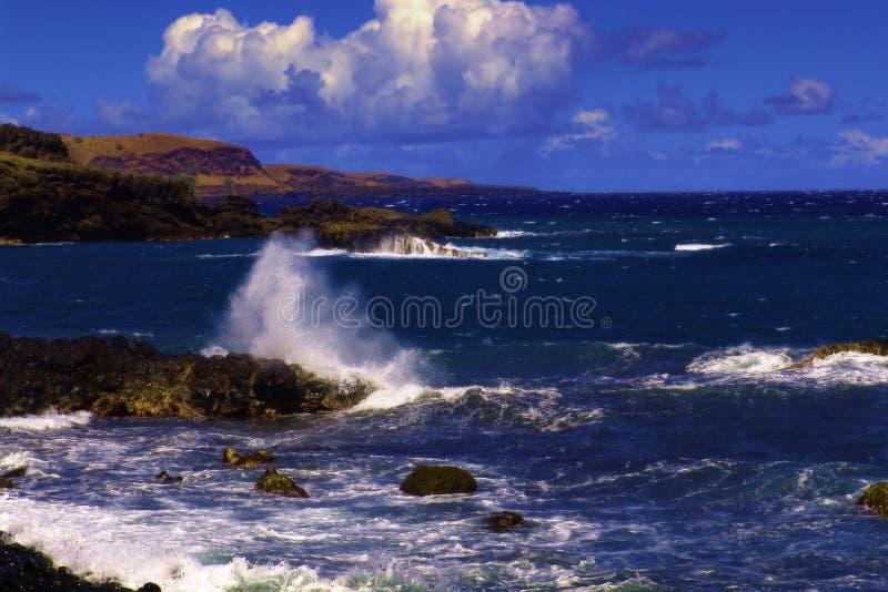 Download 使岩石靠岸 库存图片. 图片 包括有 云彩, 理想, 岩石, 天堂, 通配, 天空, 海岸, 通知, 地产, 海运 - 184465