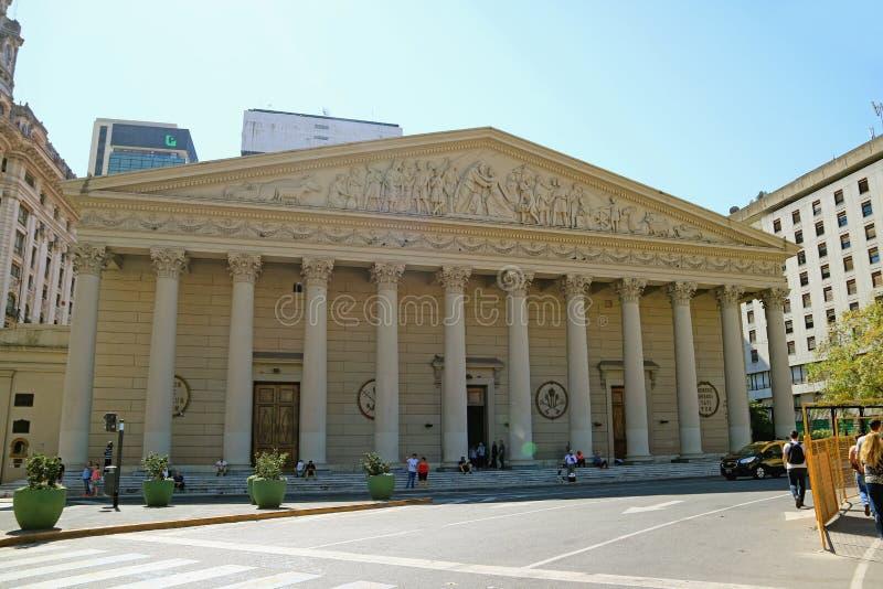 使布宜诺斯艾利斯主教座堂震惊的十二个新古典主义的专栏,阿根廷 库存照片