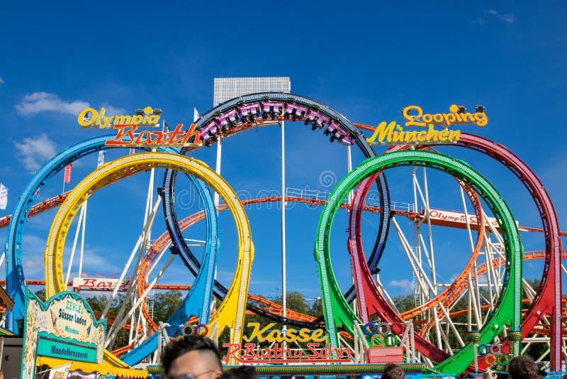使成环在oktoberfest的过山车奥林匹亚在慕尼黑与 免版税库存图片