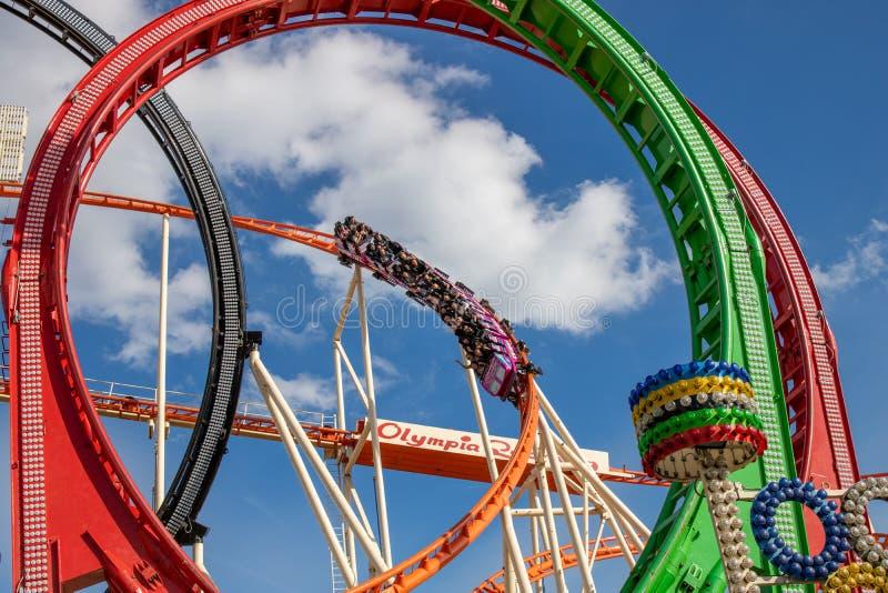 使成环在oktoberfest的过山车奥林匹亚在慕尼黑与 免版税库存照片