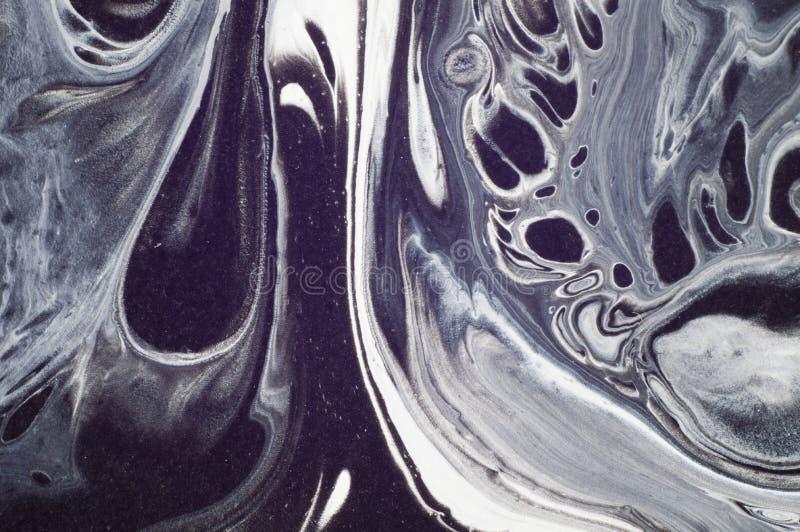 使有大理石花纹的黑白抽象背景 液体丙烯酸酯的大理石样式 免版税库存图片