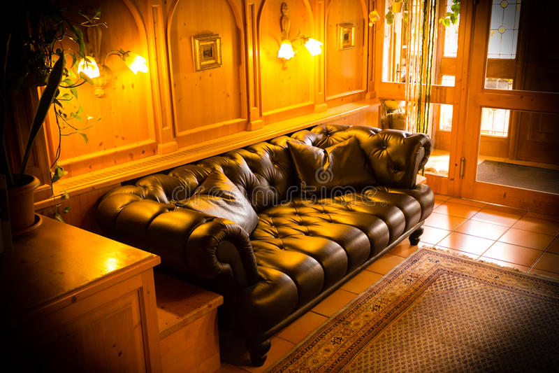 使有温暖的光的休息室变冷 免版税图库摄影