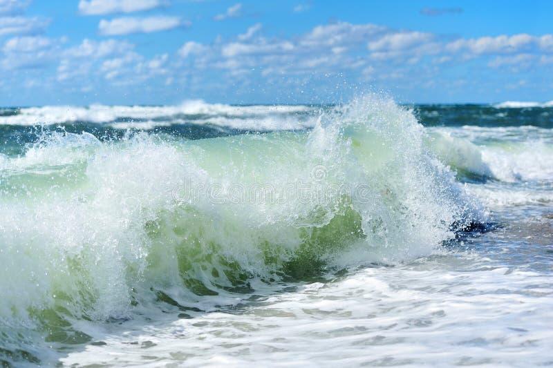 海滩波浪 免版税库存图片