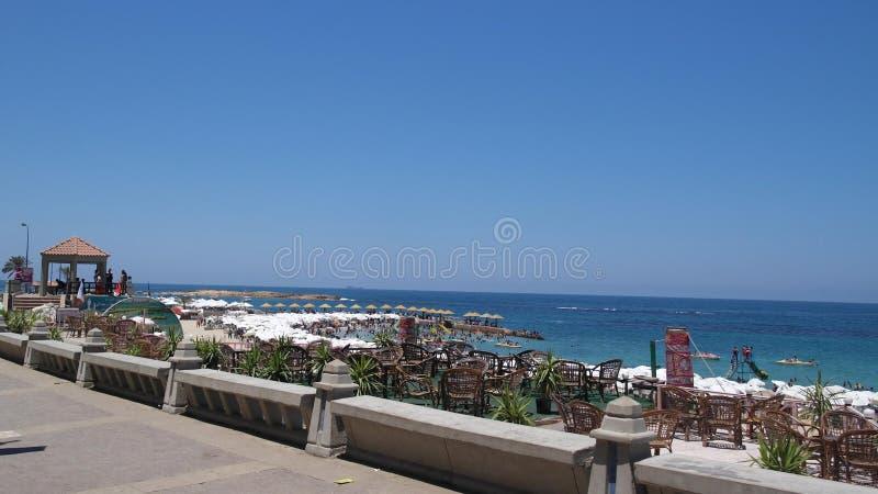 使海岸塞浦路斯地中海沙子石头夏天海浪靠岸 图库摄影