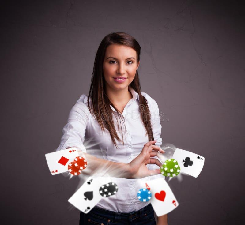 Download 使用与啤牌看板卡和筹码的少妇 库存图片. 图片 包括有 白种人, 货币, 运气, 背包, 现金, 比赛, 时运 - 62526539