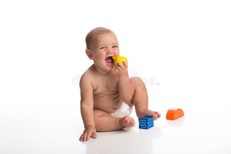 使用与块的笑的男婴 免版税库存照片