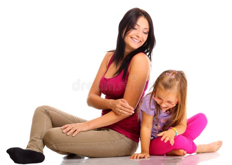 使用与她的女儿的愉快的家庭母亲 库存图片