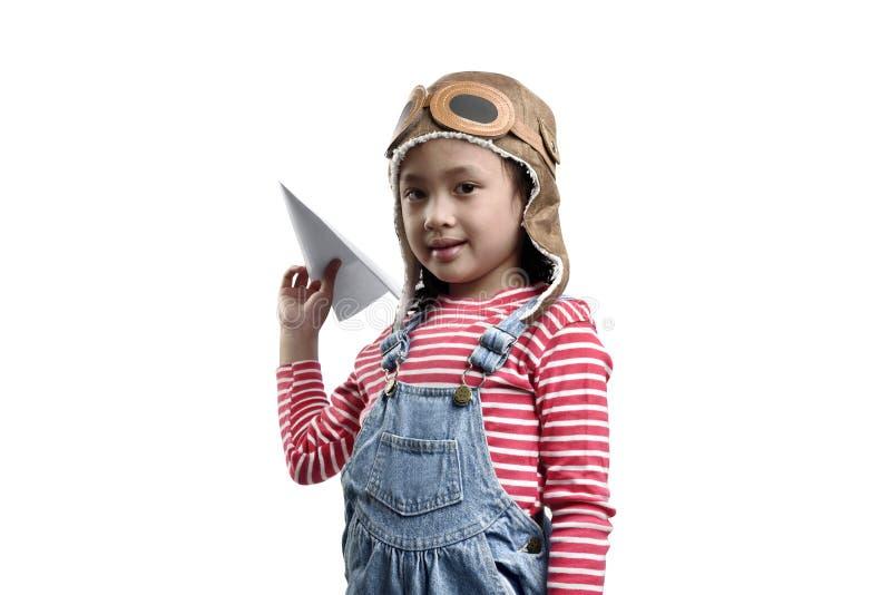 使用与玩具的微笑的亚裔孩子裱糊飞机 免版税库存照片