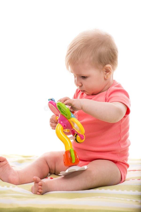 使用与花玩具的白肤金发的女婴 图库摄影