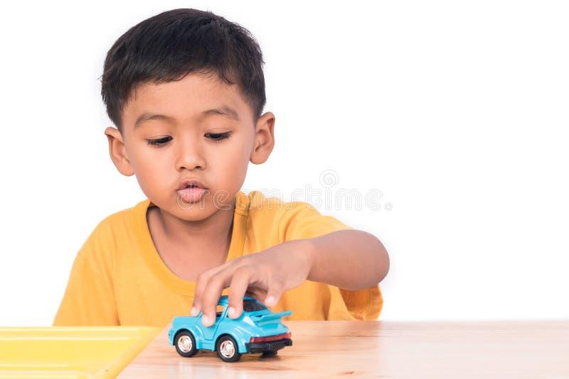 使用与蓝色加州的小亚裔男孩儿童孩子学龄前儿童 库存照片