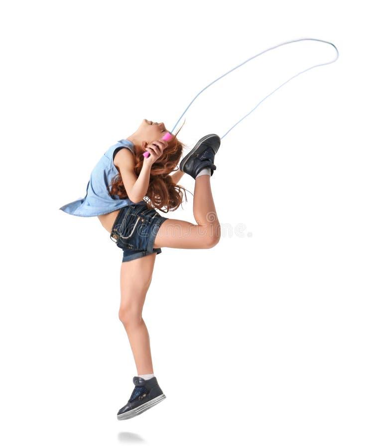 使用与跳绳的逗人喜爱的小女孩 免版税图库摄影