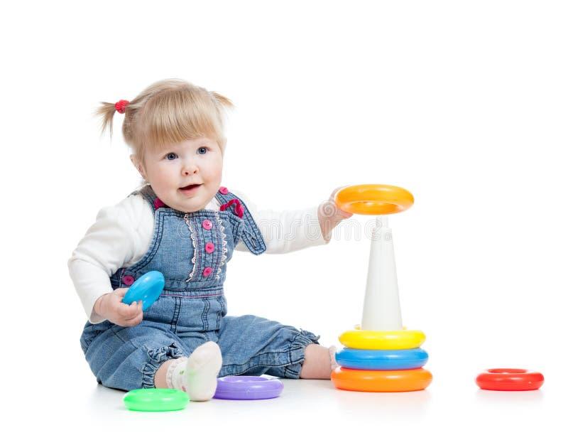 使用与颜色玩具的婴孩 免版税图库摄影