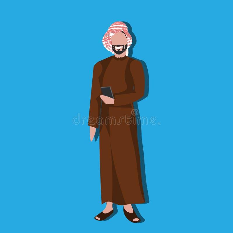 使用佩带传统衣裳阿拉伯商人男性卡通人物具体化蓝色的智能手机的阿拉伯商人 库存例证