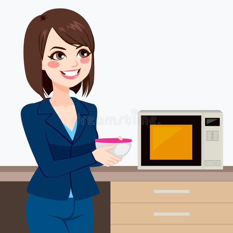 使用办公室厨房微波的女实业家 库存例证
