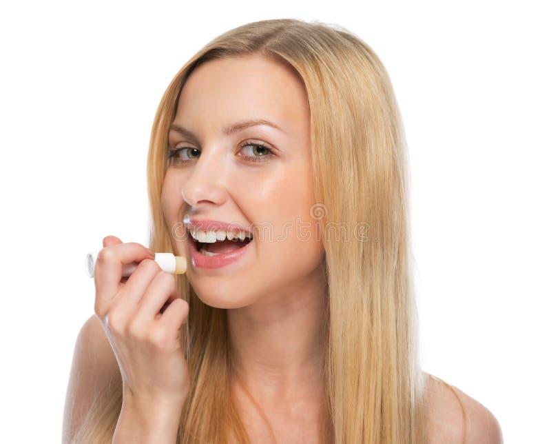 使用卫生唇膏的少妇 库存照片