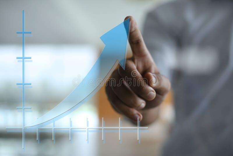 使用商业情报的非洲专家的商人 免版税库存图片