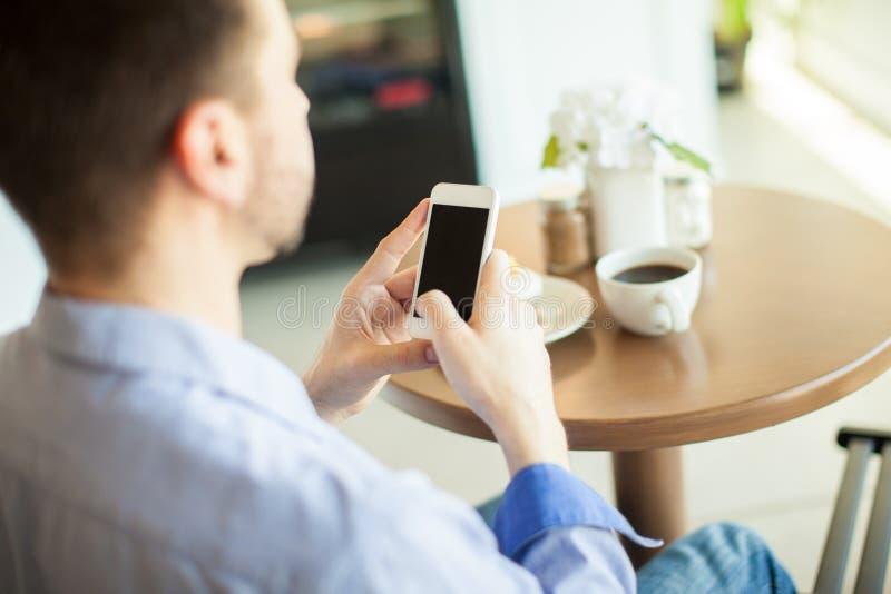 Download 使用在咖啡馆的一个智能手机 库存照片. 图片 包括有 社会, beaufort, 酥皮点心, 烘烤, 食物 - 59109774