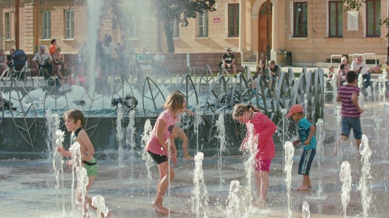 使用在喷泉,鲁布林,波兰的孩子 库存图片