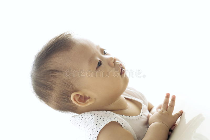 使用在地板上的小亚裔婴儿 库存图片