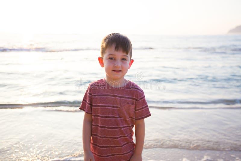 使用在海滩的孩子在奥阿胡岛夏威夷 免版税库存图片