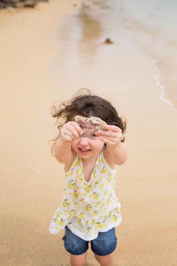 使用在海滩的孩子在奥阿胡岛夏威夷 库存图片