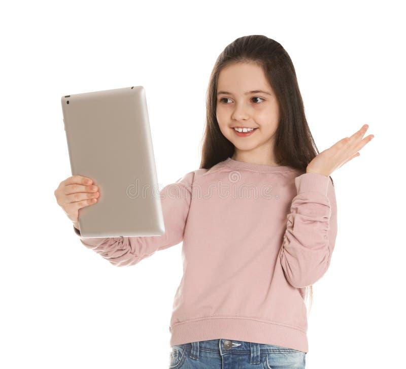 使用在片剂的女孩视频聊天反对白色 免版税库存照片