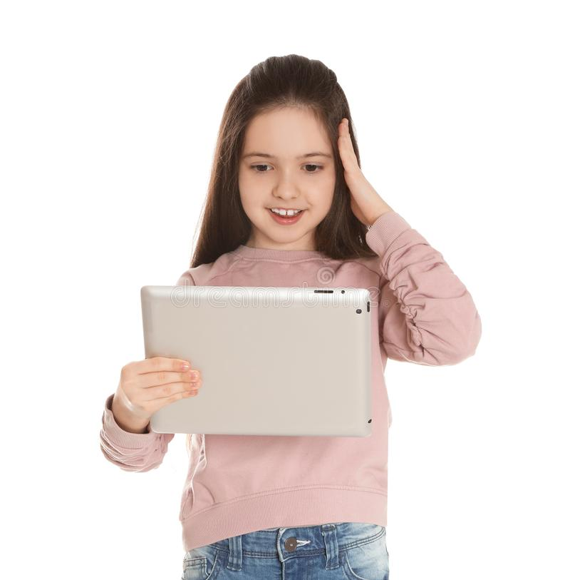 使用在片剂的女孩视频聊天反对白色 库存照片