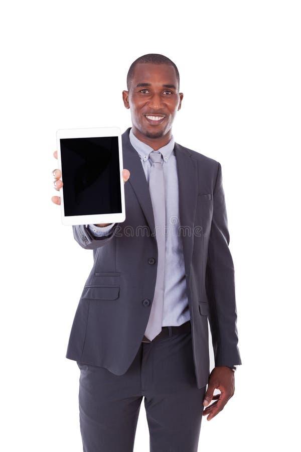 使用在白色的非裔美国人的商人一种有触觉的片剂 免版税库存图片