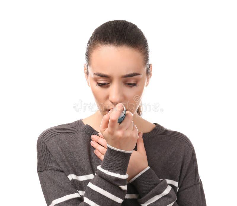 使用在白色背景的年轻女人吸入器 r 库存图片