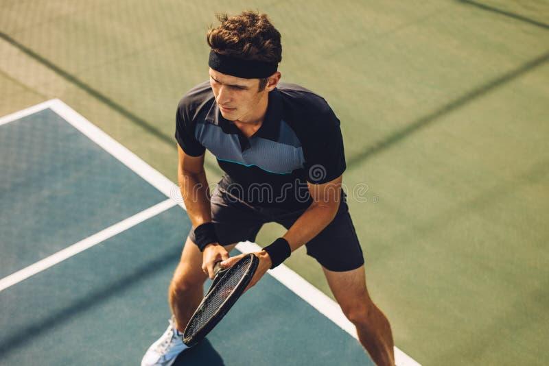 使用在硬地网球的职业网球球员 免版税库存照片