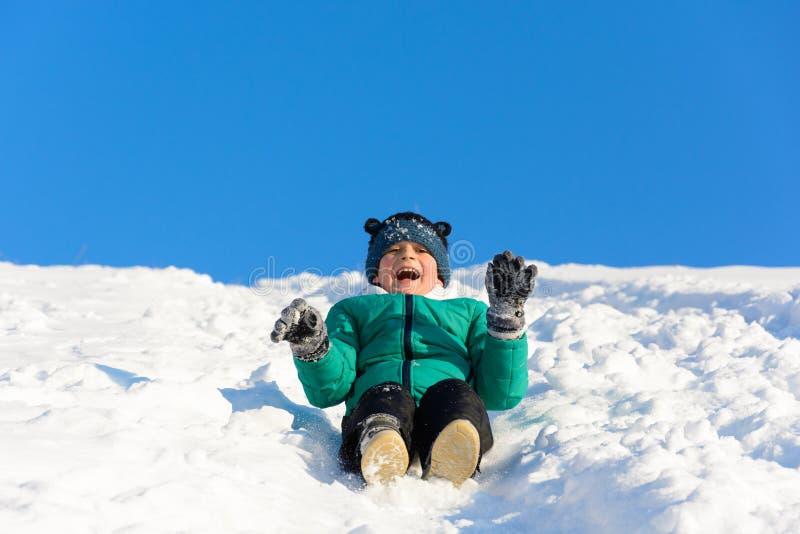 使用在雪的男孩 库存图片