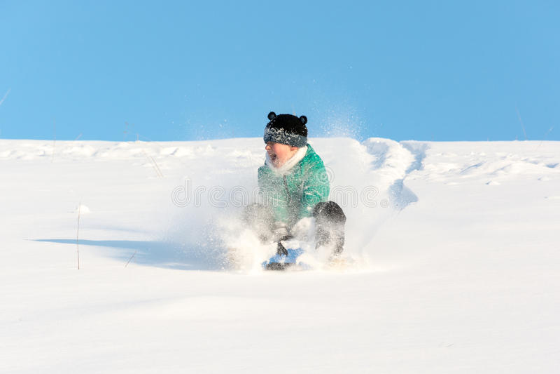 使用在雪的男孩 免版税图库摄影