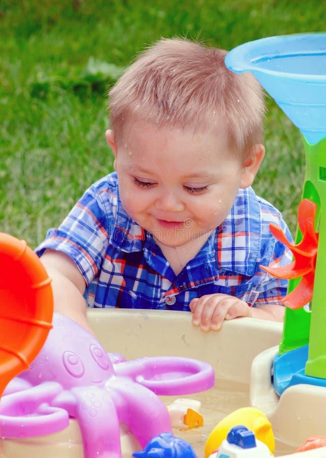 使用在水位里的婴孩 免版税库存照片