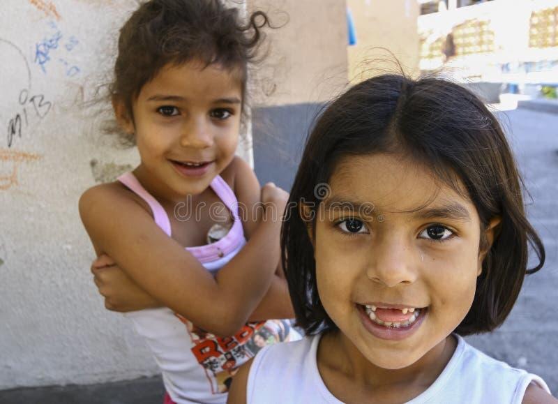 使用在Favela Rocinha的未认出的孩子 库存照片