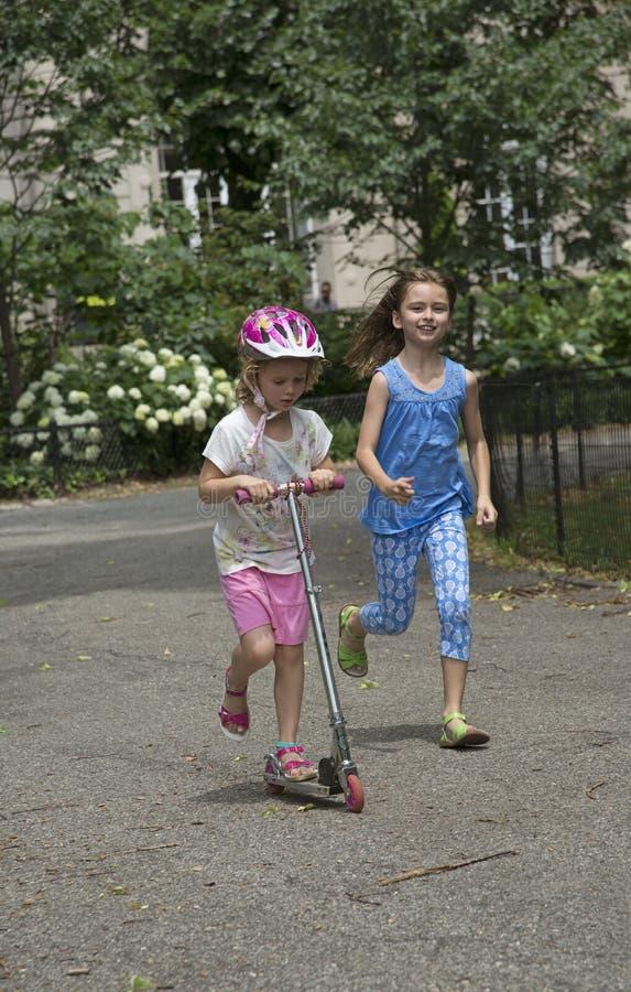 使用在NYC公园美国的孩子 免版税图库摄影