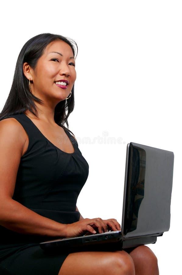 使用妇女的膝上型计算机 图库摄影