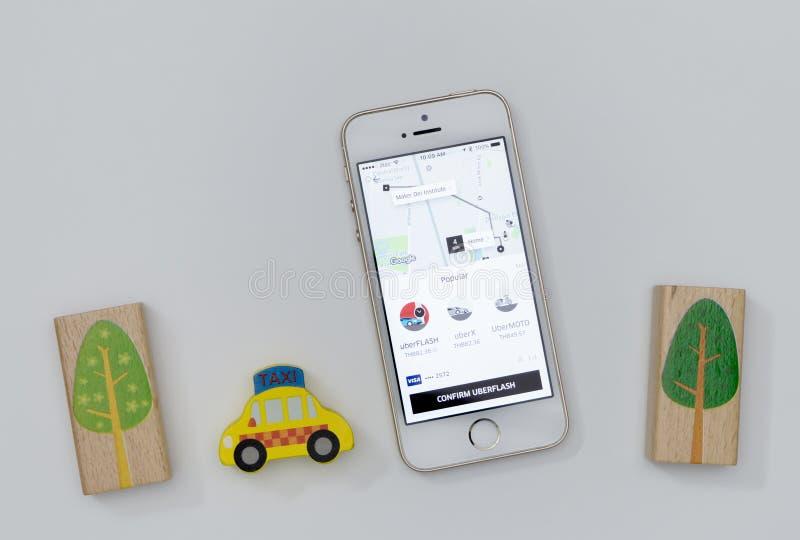 使用对拯救份额的经济的Uber申请世界 库存图片