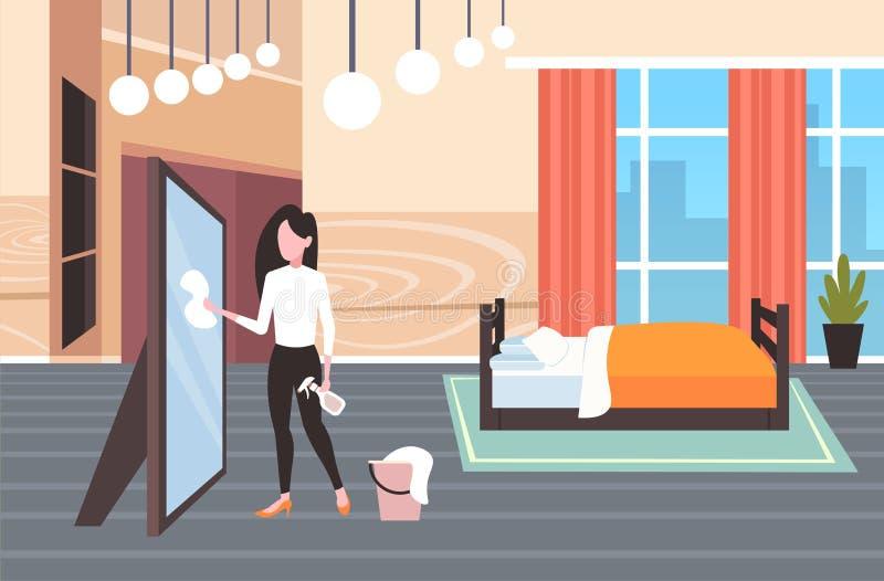使用尘土布料和浪花瓶妇女擦净剂的主妇抹玻璃镜子清洁服务概念现代卧室 库存例证