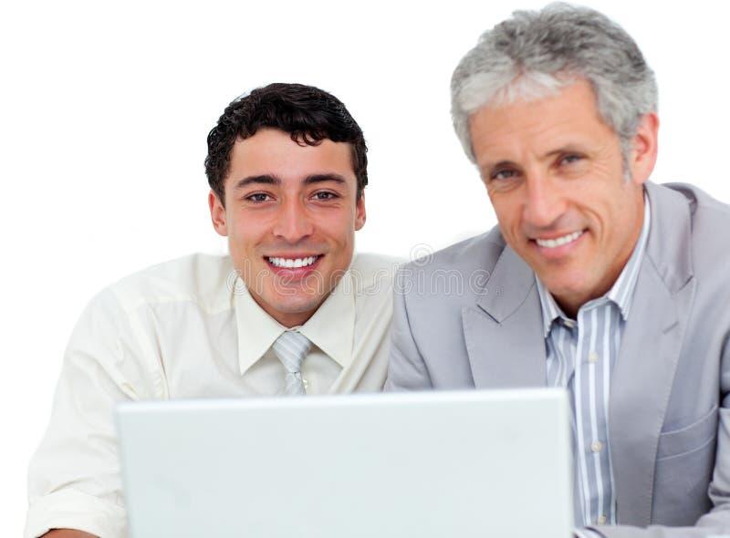 使用工作者的确定企业co膝上型计算机 图库摄影