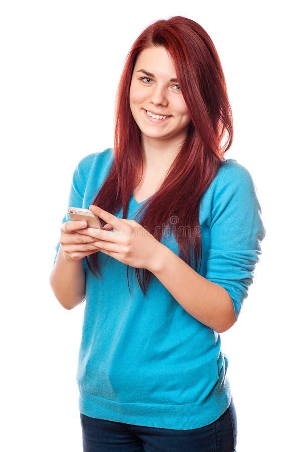 使用巧妙的电话的美丽的年轻行家妇女 库存照片