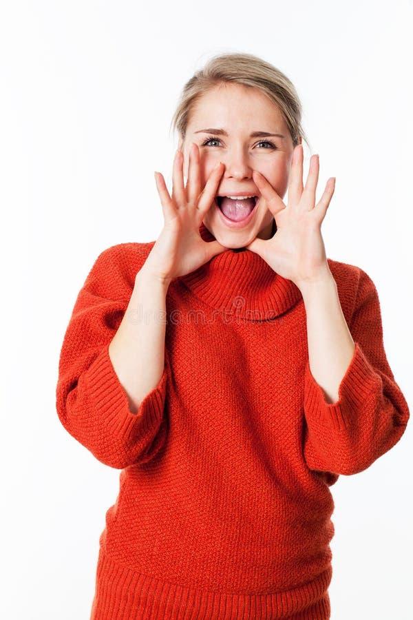 使用手的愉快的妇女作为扩音机沟通 库存图片
