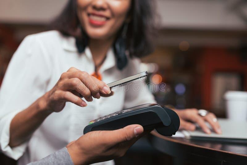 使用支付NFC的技术 免版税库存照片