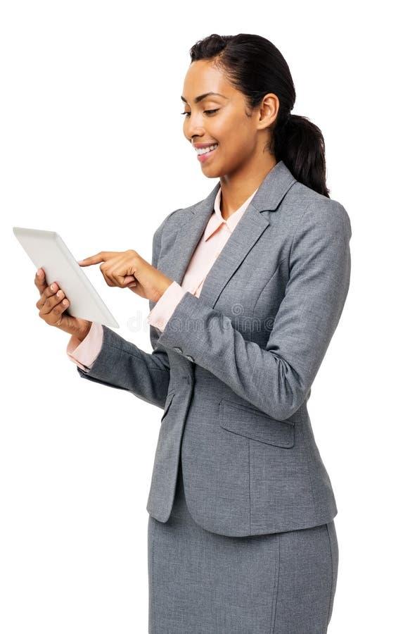使用数字式片剂的微笑的女实业家 免版税库存照片