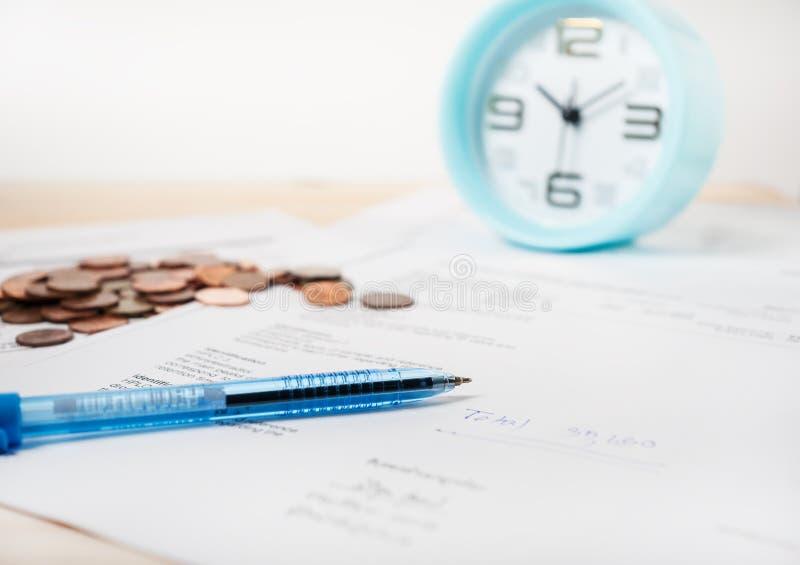 使用时间和金钱治疗概念的 免版税图库摄影