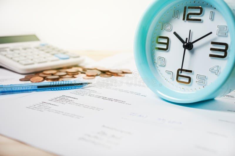 使用时间和金钱治疗概念的 库存图片