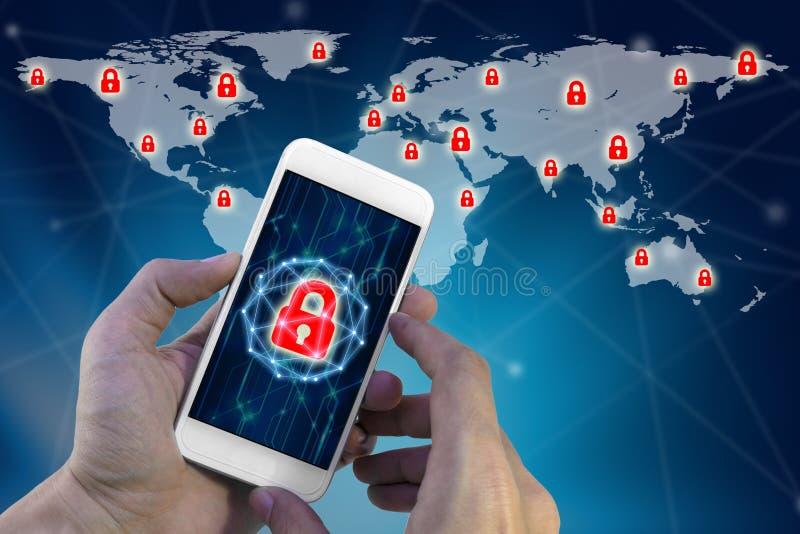 使用有水珠锁网络虚屏的人智能手机  免版税库存照片